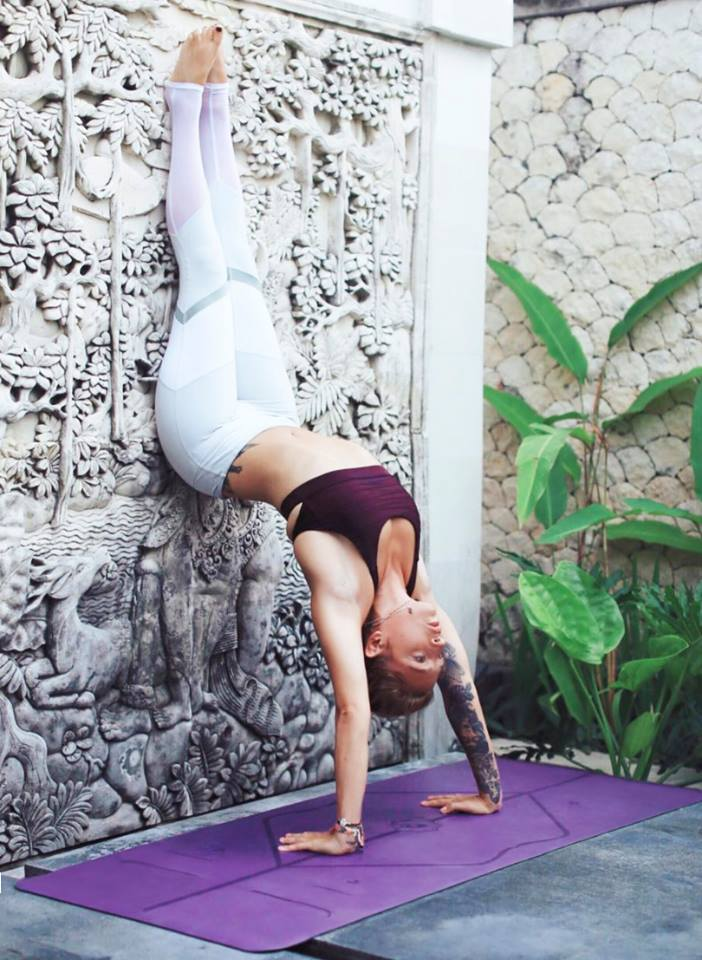 beautiful yoga pic hit the wall