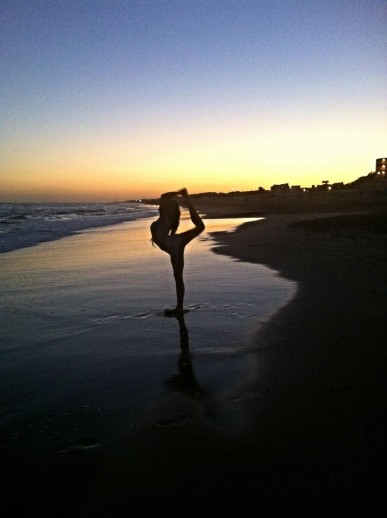 beautiful yoga pic danseuse plage